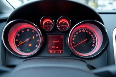 Opel_Astra_J_fuel.jpg
